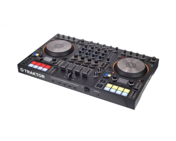 Modèle Native Instruments Traktor S4 MK3